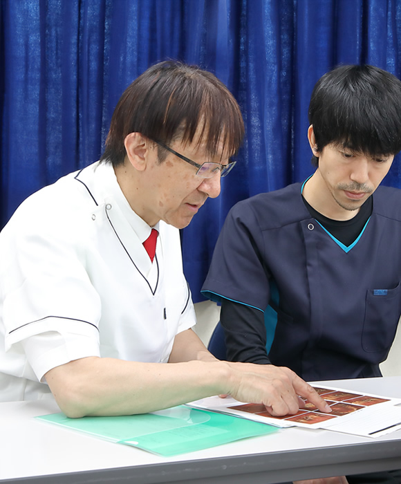 根管治療の専門医・指導医である佐藤 暢也を中心としたチーム